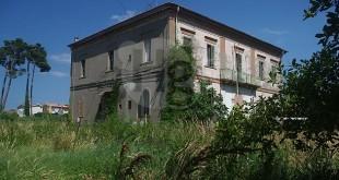 Parcheggi estivi a Montesilvano: il M5S chiede l'utilizzo dell'area esterna di villa Delfico