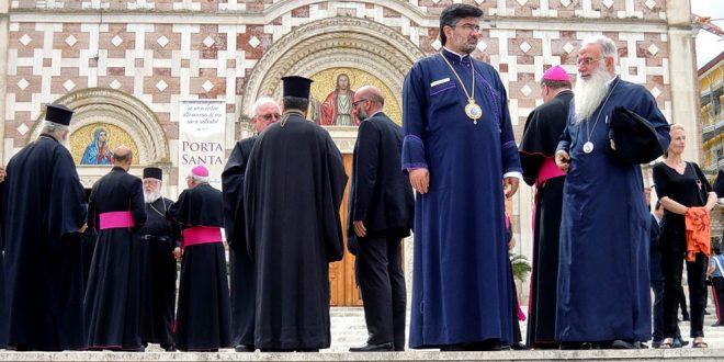 Manoppello, davanti al Santuario del Volto Santo