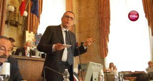 Pescara, revocate le deleghe agli assessori –video