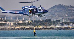 Un'operazione di addestramento soccorso a mare a Giulianova