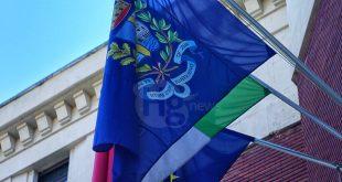 Pescara, la Lega propone Odg per ammainare la bandiera U.E. ma c'è chi prende le distanze. Ritirato il documento