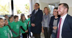 Ripartite le visite nelle scuole: Ieri Cuzzi alla Montale. Oggi il sindaco ha mangiato alla mensa della primaria di via Scarfoglio