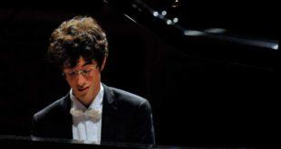 Montesilvano, il pianista Leonardo Pierdomenico premiato dal sindaco