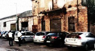 Pescara, in via Maiella la Polizia Municipale rimuove un bivacco in uno stabile non più abitato