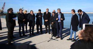 Pescara, consegnati i lavori per il taglio della diga foranea del porto