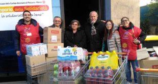 METTICI IL CUORE:  con il ricavato della  tombolata di beneficenza consegnati alla Caritas prodotti alimentari