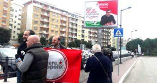 Cartello luminoso per la propaganda elettorale di D'Alfonso. Potere al popolo segnala a vigili urbani e carabinieri