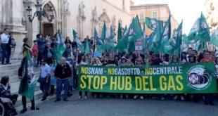 """Enorme successo della manifestazione nazionale """"No Snam – No Hub del Gas"""" a Sulmona"""