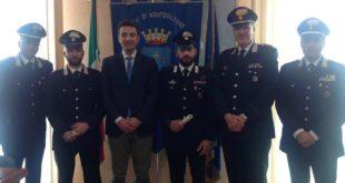 Salvarono uomo in mare a Montesilvano, il sindaco premia il vicebrigadiere Tenerani e il carabiniere Formisano