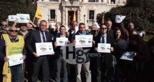 #giulemanidallinformazione: a Pescara manifestazione dei giornalisti