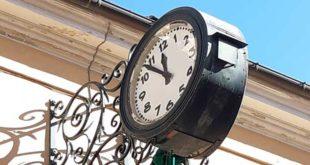 Giulianova, torna a funzionare l'orologio di piazza Garibaldi
