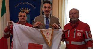 Giornata mondiale della Croce Rossa, l'unità di Montesilvano consegna la bandiera al sindaco