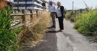 """Pescara, argine fluviale: Giampietro e Catalano (PD) """"degrado e erbacce """""""