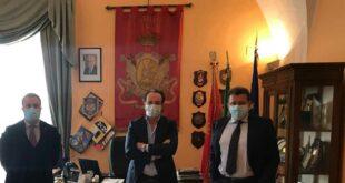 La Banca di Credito Cooperativo dell'Adriatico Teramano dona 8 defibrillatori al Comune e alla scuole giuliesi