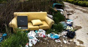Discariche abusive a Città Sant'Angelo recinzioni contro l'abbandono selvaggio