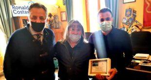 Giulianova: l'amministrazione comunale saluta il dipendente Giuseppe Cartone