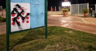 Pescara, una svastica sul manifesto dell'ANPI